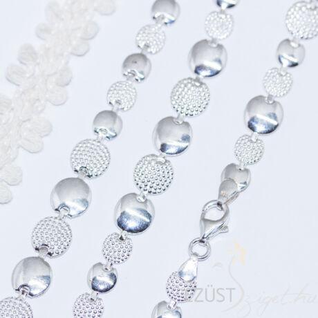 ezüst labdák nyakék