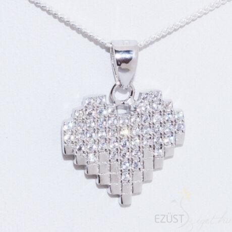 kocka szív medál