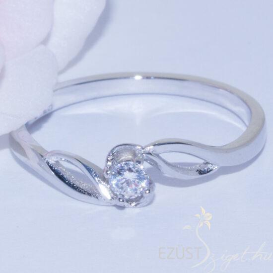 kis köves gyűrű