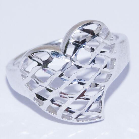 csiszolt szív gyűrű