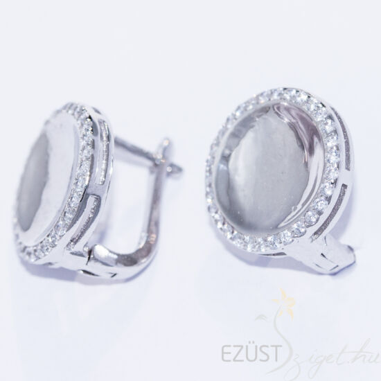 Kövek ölelésében - exkluzív kör alakú francia kapcsos fülbevaló
